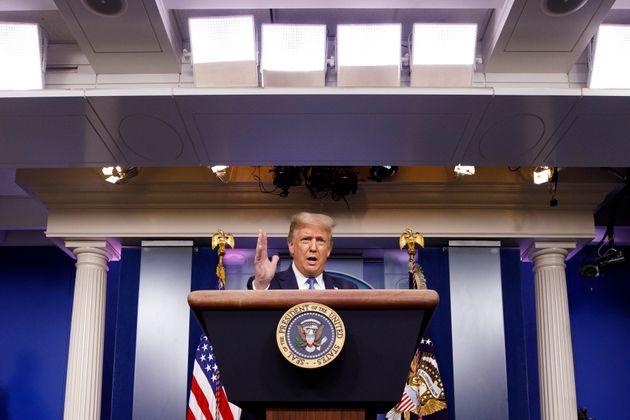 도널드 트럼프 미국 대통령이 백악관에서 브리핑을 하고 있다. 2020년