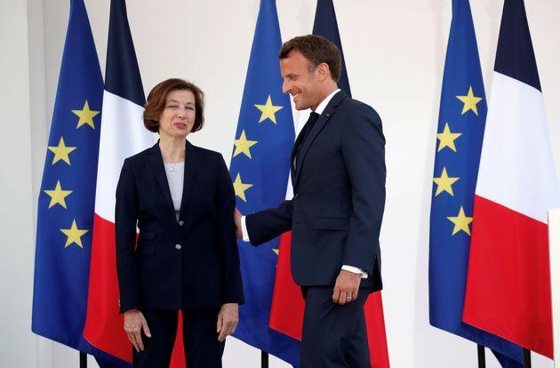 Florence Parly, ici avec Emmanuel Macron, annonce ce vendredi que l'armée de l'Air va désormais...