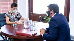 El ministro principal de Gibraltar desconcierta con su mascarilla para la reunión con Laya: