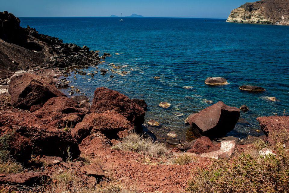 Η διάσημη Κόκκινη Παραλία στη Σαντορίνη