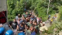 Tensioni in Val Susa tra No Tav e polizia, due agenti