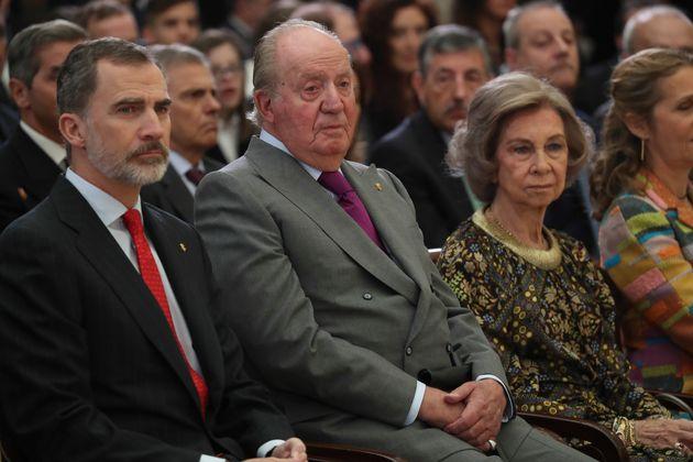 Felipe VI, Juan Carlos I y la reina