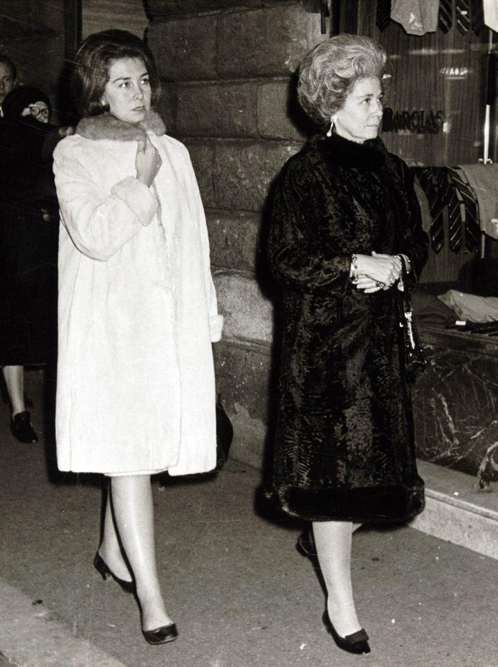 La reina Sofía y su madre Federica de Grecia en la década de los 60.