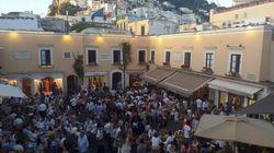 A Capri in piazzetta, spritz e mascherina. Promossa l'ordinanza del