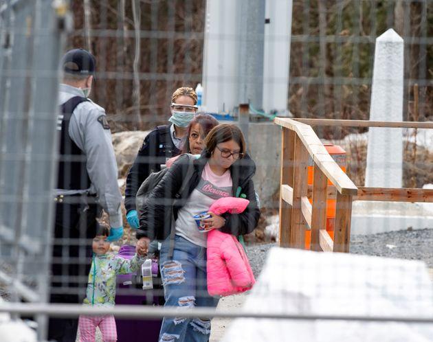 Au moins de juin, 32 personnes ont été arrêtées par la GRC alors qu'elles...