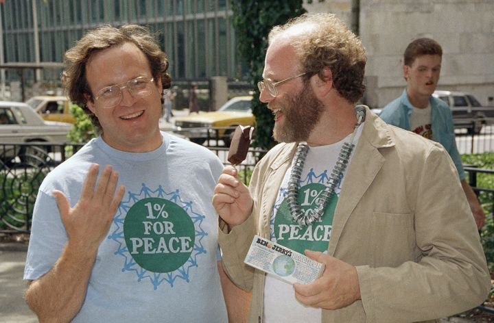 Ben Cohen (right) and Jerry Greenfield promote their latest offering, the Peace Pop, outside the United Nations in New York on Aug. 17, 1988.