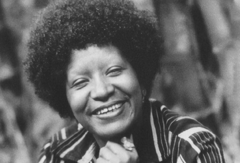 Lélia Gonzalez, antropóloga e grande nome do feminismo brasileiro, citado por Angela