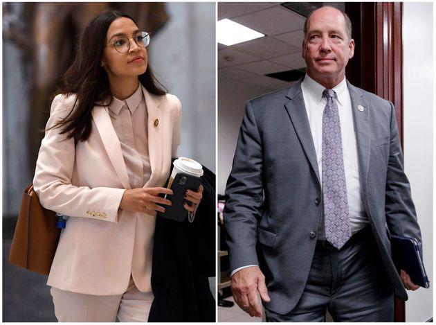 (오른쪽) 테드 요호 하원의원(공화당, 플로리다)은 최근 의사당 앞에서 오카시오-코르테스 의원을 향해 비속어가 섞인 성차별적 발언을 했다. 논란이 된 뒤에도 그는 제대로 사과하지