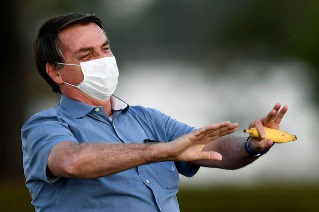 Jair Bolsonaro, ici s'adressant à des partisans dans le jardin du palais Alvorada à Brasilia,...