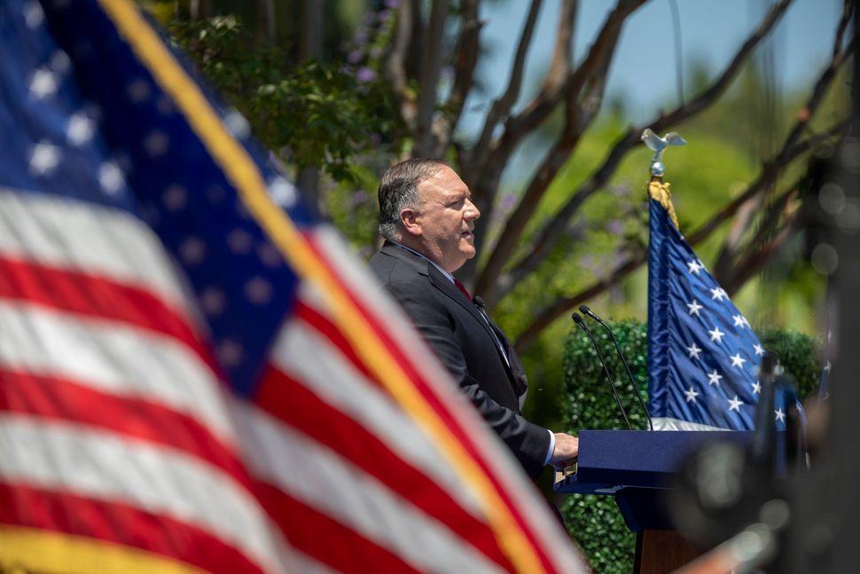 Il segretario di Stato Mike Pompeo durante il suo discorso sulla Cina allaRichard Nixon Presidential