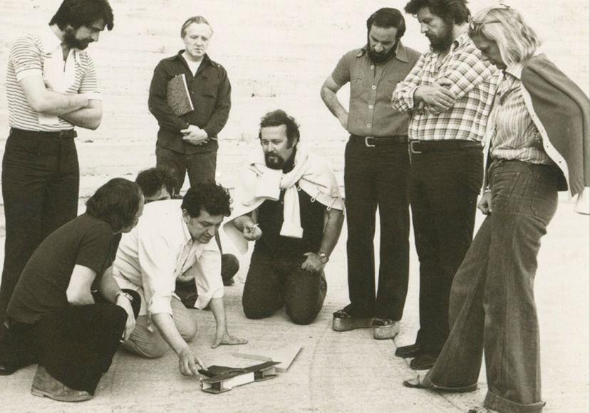 Ο Μίνως Βολανάκης με τον Δημήτρη Παπαμιχαήλ, τον Γιάννη Βόγλη, την Μελίνα Μερκούρη κ.α., σε στιγμή συνεργασίας...