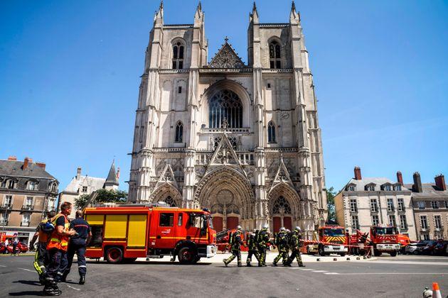 La cathédrale Saint-Pierre-et-Saint-Paul de Nantes a subi un violent incendie criminel le 18 juillet