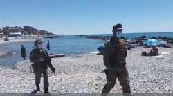 Reparti anti-Covid in spiaggia a Ventimiglia. Con mimetica, mitra e