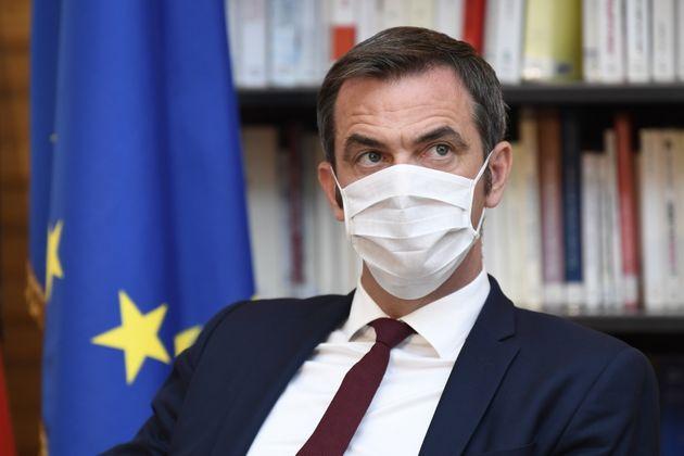 Le ministre de la Santé Olivier Véran alerte les jeunes sur les gestes barrière pour éviter une propagation...