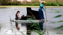 Un concierto clásico sobre un lago en Francia sorprende a sus