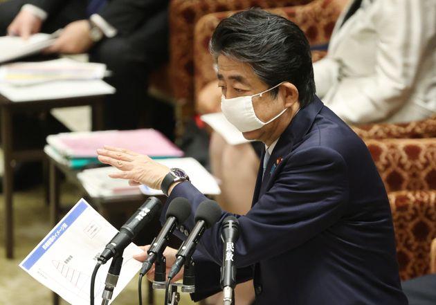 安倍晋三首相=2020年4月28日、国会内