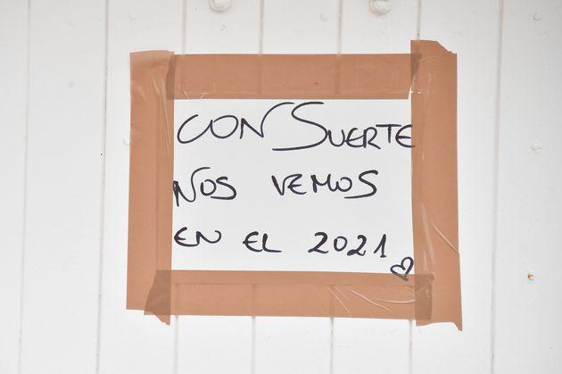 Cartel en una tienda de Ibiza el 14 de julio de 2020 (Stephane Cardinale - Corbis/Corbis via Getty