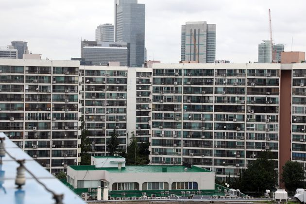 더불어민주당과 정부가 부동산 시장 안정화를 위한 주택 공급 확대 방안을 발표한다. 28일 더불어민주당에 따르면 당정은 이번주 주택 공급 방안에 대한 부처 및 지방자치단체 간 조율을...