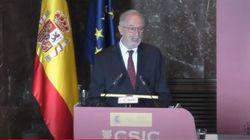 El mayor experto español en coronavirus se moja sobre la actuación del Gobierno en la pandemia y la actitud de otros