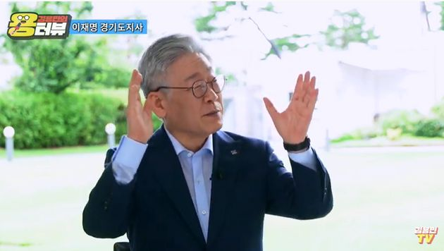 이재명 경기지사가 유튜브 채널 '김용민 TV'에서 시사평론가 김용민 씨와 인터뷰를 하고