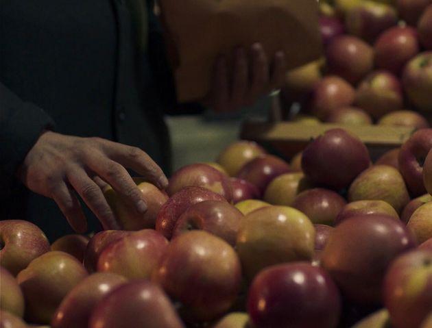Από την πρώτη μεγάλου μήκους ταινία του Χρήστου Νίκου, Μήλα
