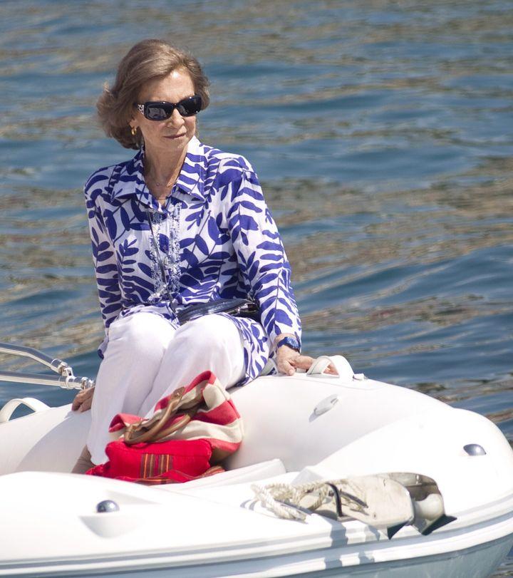 Desde hace unos años, la única que no falta a su cita con Mallorca es la reina Sofía. Felipe y Letizia la acompañan durante unos días en lo que es más una visita oficial que unas vacaciones.