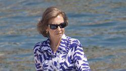 El solitario verano de la reina Sofía mientras la justicia cerca a su