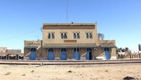 In viaggio per Tozeur, ricordando i vecchi treni di Battiato (di M.