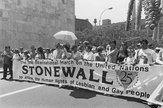 「ストーンウォール事件」から25周年の節目のパレード=1994年6月26日、アメリカ・ニューヨーク
