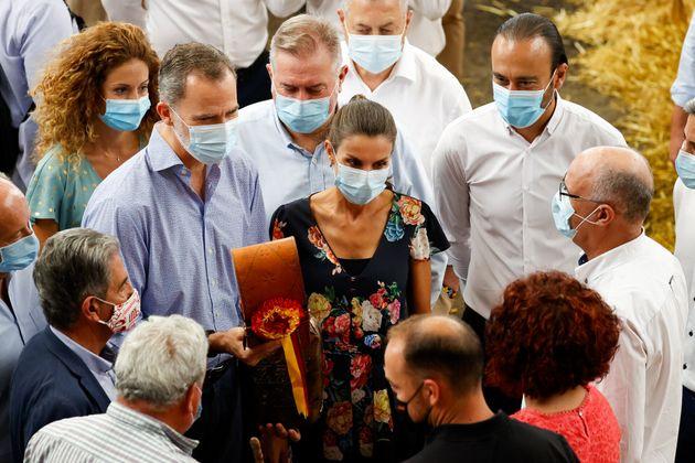 Felipe VI y Letizia Ortiz junto a Miguel Angel Revilla en la visita al Mercado Nacional de Ganado en...
