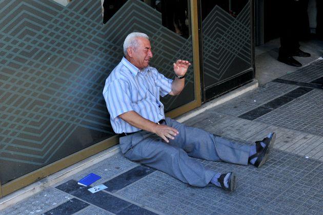 La Grecia dovrà risarcire i pensionati per i tagli imposti dalla Troika durante la