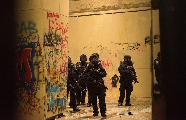 Depuis plusieurs semaines, des troupes fédérales patrouillent dans les rues de Portland....