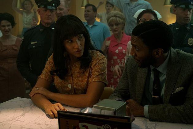 Allison (Emmy Raver-Lampman) sente na pele a crueldade da segregação racial no sul dos...
