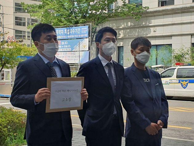 30일 오전 택시기사의 이송 방해 후 사망한 환자의 유족 측이 추가 고소장을 접수하기 위해 서울 강동경찰서에