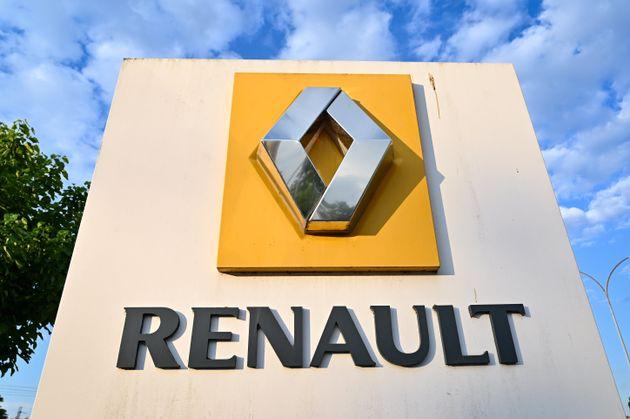 Le logo Renault à l'entrée de l'usine du constructeur automobile à Choisy-le-Roi...