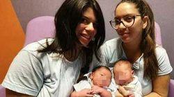 Il caso delle due gemelle che hanno partorito il primo figlio nello stesso