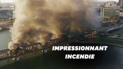 Spectaculaire incendie d'un train qui a déraillé dans