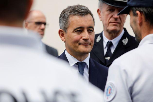 Le ministre de l'Intérieur Gérald Darmanin rend visite au commissariat des Mureaux, le 7 juillet