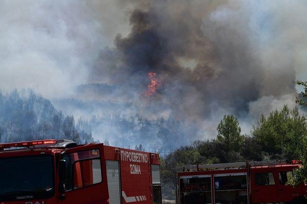 Διπλή πυρκαγιά στον Ασπρόπυργο - Διεκόπη η κυκλοφορία του