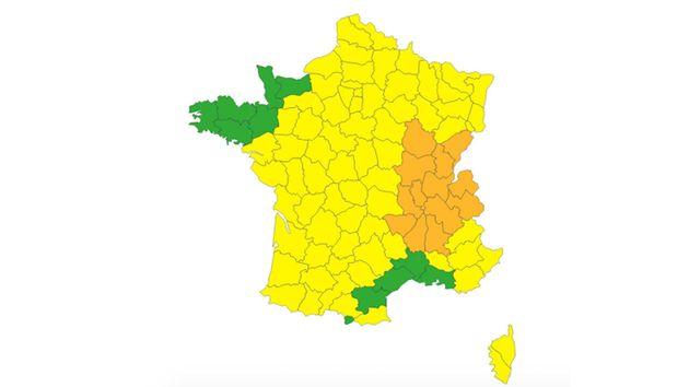 Alors qu'un nouveau pic de chaleur débute dans tout le pays, Météo France a placé treize départements...