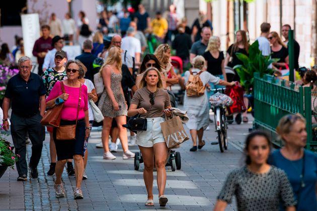 La Suède est l'un des rares pays d'Europe où le port du masque n'est conseillé que...