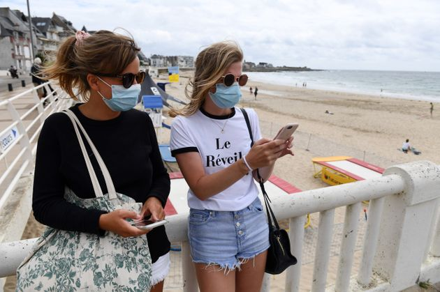 À Quiberon, le port du masque est rendu obligatoire dans les rues les plus fréquentées,...