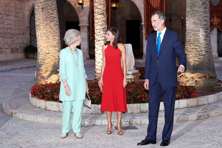 Los reyes y la reina emérita en la recepción del palacio de La Almudaina el año pasado.