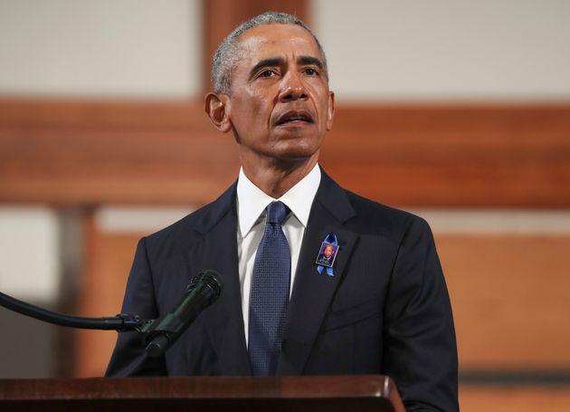 L'ancien président des États-Unis Barack Obama s'en est pris à son successeur à...