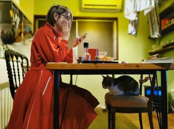 ▲TV brosでの新連載「猫のつまらない話」より。文と題字を能町みね子さん、写真をサムソン高橋さんが担当している。