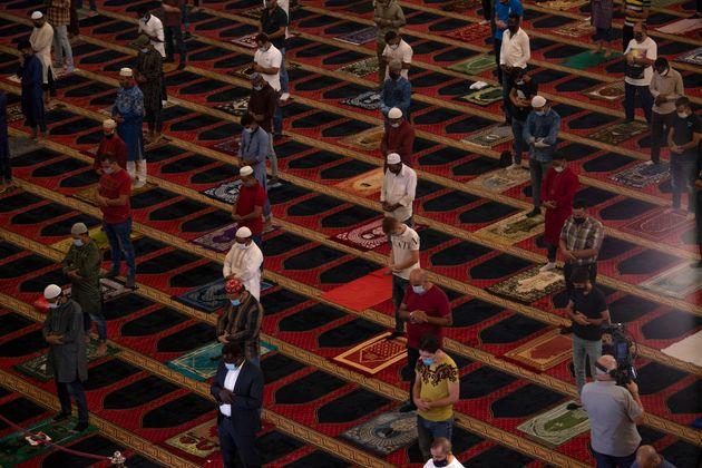 Προσευχή μουσουλμάνων για το Ιντ αλ Αντχα στον Λίβανο.