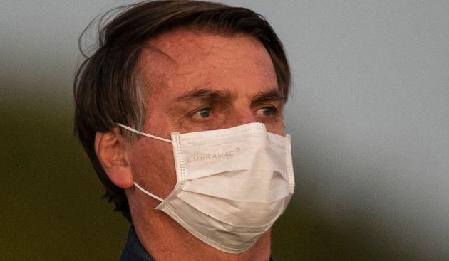 Bolsonaro sotto antibiotici per infezione. La first lady e un altro ministro positivi al