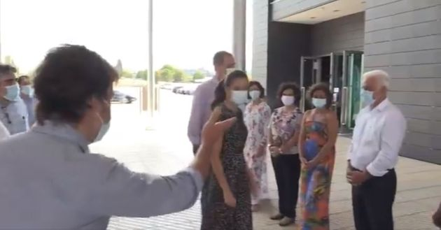 Fernando Alonso, presentando a su padre a los