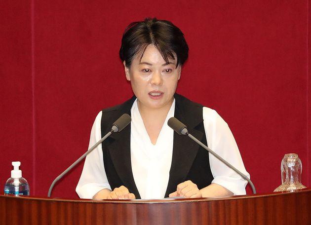 윤희숙 미래통합당 의원이 지난달 30일 오후 서울 여의도 국회에서 열린 제380회국회(임시회) 제7차 본회의에서 자유발언을 하고