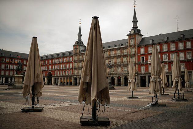 La Plaza Mayor de Madrid sin terrazas durante el